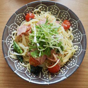 水菜とベーコンのオイルパスタ