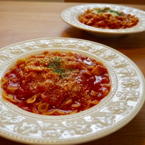 トマトソースパスタ